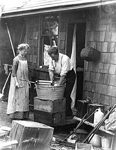 1901 Ben Leeson and his wife outside their wooden house, Wash Day