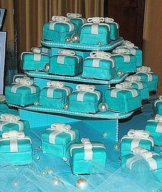 Tiffiny Blue gift box cakes