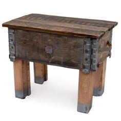 Een salontafel met de X-factor!Deze tafel heeft het allemaal! Hij is stoer, maar niet te stoer. Hij is industrieel, maar niet te industrieel. En het houten authentieke blad geeft juist weer een warme uitstraling. Het blad is afneembaar, zodat je er allerlei spullen in kan opbergen. Door de verschillende stijlen is deze tafel eenvoudig te combineren met je eigen interieur. Of je hem nu gebruikt als salontafel in de huiskamer, als bijzettafel in de hal of op de (kinder)slaapkamer, hij kan het…