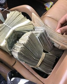 And this is just one moment of one day in an endless flow of money and abundance and luxury and ease and joy and security and freedom and LOVE and peace and clarity Cash Money, Mo Money, How To Get Money, Make Money Online, Cash Cash, Money Girl, Argent Paypal, Money On My Mind, Money Stacks