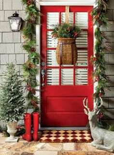 It is possible to also use Christmas lights to get your door pop out during night time. Christmas door decorations leave the very first impression Christmas Front Doors, Christmas Porch, Outdoor Christmas Decorations, Country Christmas, Christmas Lights, Christmas Holidays, Christmas Wreaths, Christmas Crafts, Christmas Ideas