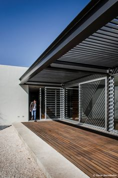 Pergola Ideas For Small Backyards Garage Pergola, Outdoor Pergola, Backyard Pergola, Patio Roof, Pergola Ideas, Steel Frame House, Steel House, House Deck, Pergola Attached To House