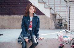 Zip Up Wide Collar Denim Jacket CHLO.D.MANON   #jean #denim #bluewash #jacket #falltrend #dailylook #koreanfashion #kstyle #seoul