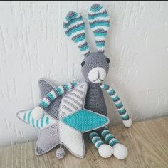 A while ago I made this present for a pregnant niece, Snuf the Rabbit and a star with a musicbox inside. My niece received them, so now I can show them to you! #snufkonijn #muziekster #babyroomdecor #kraamcadeau #haken #häkeln #hækle #virka #uncinetto #ganchillo #crochê #crochet #amigurumilove #amigurumi