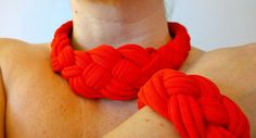 collana e braccialetto fatto di materiale di riciclo di matrioscka, €15.00