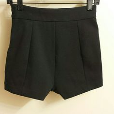 TWELVE BY TWELVE  HIGH WAISTED SHORT  SIZE XS Black knitted,high waisted ,fully lined,zippered, modern short, Shorts