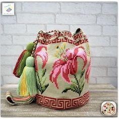 15 отметок «Нравится», 3 комментариев — Wayuu Bags &Bikini etc. (@wayuukiss) в Instagram: «Wayuu bag one strand รุ่น premium flower ⭕️Sold out⭕️ •ฐาน 9นิ้ว สูง 10.5นิ้ว •สายยาว 106cm. •ฟรี…»