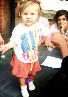 She's so cute and Haz in the background :) -- Rockin the shirt Lux!!