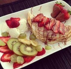 Strawberries kiwi chocolate dessert