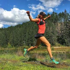 Follow @zoomrunning for more running inspiration! @seenonmytrail: Just add a little sunshine and presto I've got wings! . Flying over muddy trails in my new FAVORITE skirt.. Still feeling a bit rough after racing Saturday so this bird took it easy for 6 recovery-style miles. but @enso.london @garminfitness @salomonrunning @orangemud . . . . . . // Get inspired with a fresh set of running clothes! Check the link in bio.