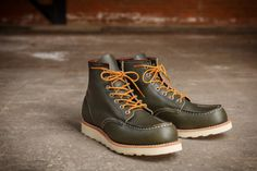 Red Wing Kangatan Green: Back in Red Wing designed the 888 SuperSetter boot with baseball player Ted Williams in hopes Red Wing Boots, Botas Red Wing, Leather Men, Leather Shoes, Red Wing Moc Toe, Men's Shoes, Shoe Boots, Wing Shoes, Fashion Boots