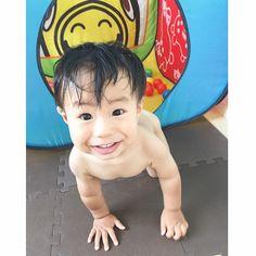 Instagram media saya.3710 -  水遊び後に体拭きよったら 走り出してボールハウスに逃げ込んだ‼︎ しばらく裸んぼーで遊びました♩ #1歳4ヶ月 #boy #kids #ボールハウス #ロディ #squaready