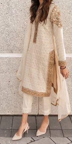 Pakistani Dresses Online, Pakistani Formal Dresses, Pakistani Fashion Casual, Indian Fashion Dresses, Pakistani Dress Design, Indian Designer Outfits, Pakistani Outfits, Designer Dresses, Indian Fashion Trends
