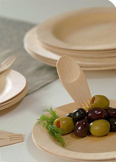 Eco-friendly disposable plates made from bamboo Disposable bamboo plates and silver ware or sporks.