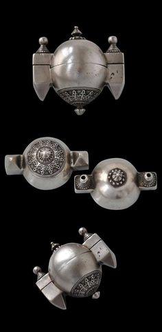 Silver Lingam Box, South India - Michael Backman Ltd Old Jewelry, Ethnic Jewelry, Antique Jewelry, Jewelery, Om Namah Shivaya, Vintage Silver, Antique Silver, Necklace Box, India