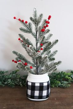 Beautiful rustic Christmas decorations tree Mason Jar Christmas Crafts, Mason Jar Crafts, Mason Jar Diy, Rustic Christmas, Christmas Diy, Christmas Decorations, Christmas Things, Christmas Desserts, Family Christmas