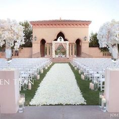Wedding ceremony flowers at the Moroccan Pavilion, Grand Del Mar in San Diego - @Karen Tran Florals and photo by Joseph Matthew. For more #wedding inspiration visit www.modernwedding.com.au.