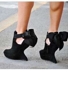 <3 graphic platforms...I'd never be able to wear these though - look how hard that girl has to use her calves!