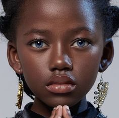 Her extraordinary beauty is hard to describe. Portraits of the sweetest girl - Olu, during our photoshoot in Cape Town. Dark Skin Blue Eyes, Dark Skin Girls, Brown Skin, Beautiful Black Girl, Beautiful Eyes, Dark Skin Beauty, Black Women Art, Black Men, Pretty Eyes