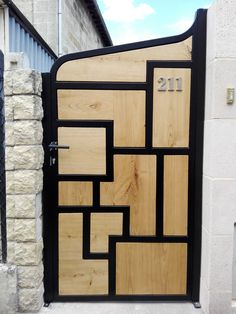 Metal and wood gate Steel Gate Design, Main Gate Design, House Gate Design, Door Gate Design, Fence Design, Welded Furniture, Diy Wood Projects, Woodworking Projects Plans, Exterior Design