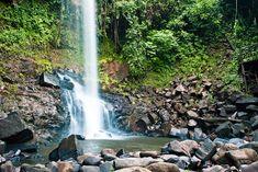 Cachoeira do Rio Mandi (Teixeirópolis - RO) Localizada dentro da pousada Vale das Cachoeiras a cachoeira do rio Mandi, com queda d'água livre de 32 metros de altura. O vale conta com pelo menos mais 10 cachoeiras menores com queda d'água livre de três a 10 metros de altura.