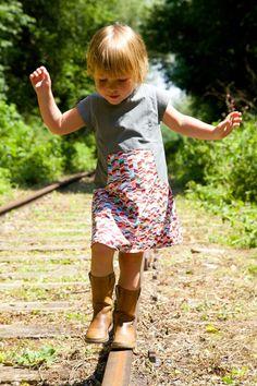 Fly to the Sky, ein kleines belgisches Mädchen mit einem zauberhaften Kleid -   voorbeeld louisa dress by compagnie m