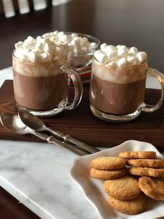 Nothing beats a good cup of hot cocoa on a Fall Day. Make this recipe for the kids as an after school treat and watch the smiles when you set out extra marshmallows and some crisp bite-sized sugar cookies. Traditional hot cocoa and marshmallows! Best Christmas Gift Baskets, Family Gift Baskets, Gift Baskets For Men, Easy Diy Christmas Gifts, Homemade Christmas, Stovetop Hot Chocolate Recipe, Hot Chocolate Recipes, Halloween Cookie Recipes, Halloween Cookies