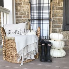 16 Beautiful Early Fall Decorating Ideas – Home Decor Interior Design Tips, Interior Design Living Room, Living Room Designs, Fall Room Decor, Living Room Decor, Home Decor, Outdoor Curtains, Outdoor Decor, Autumn Home