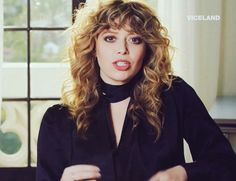 Vintage Hairstyles With Bangs Haircuts For Wavy Hair, Hairstyles With Bangs, Pretty Hairstyles, Curly Hair With Bangs, Curly Hair Styles, Shaved Hair Cuts, Shaggy Hair, New Hair Do, Natasha Lyonne