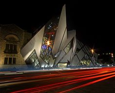 The infamous Crystal. The ROM (Royal Ontario Museum), in Toronto, Ontario, Canada Unique Buildings, Interesting Buildings, Amazing Buildings, Beautiful Architecture, Architecture Design, Royal Ontario Museum, Largest Countries, Interior Exterior, Canada Travel