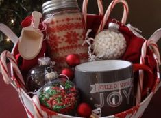 DIY Christmas Gift Baskets That Are Stuffed To The Brim With Adorable Chris. DIY Christmas Gift Baskets That Are Stuffed To The Brim With Adorable Christmas Gifts – Hike Gift Baskets For Him, Themed Gift Baskets, Diy Gift Baskets, Basket Gift, Diy Christmas Baskets, Cute Christmas Gifts, Christmas Crafts, Merry Christmas, Diy Fest