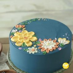 cake decorating videos How to Make a Buttercream Flower Painted Cake Flores Buttercream, Buttercream Cake Designs, Buttercream Flower Cake, Butter Icing Cake Designs, White Fondant Cake, Buttercream Cake Decorating, Buttercream Icing, Food Cakes, Cupcake Cakes