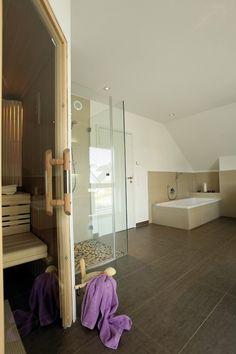 Fertighaus Wohnidee Badezimmer Wellness-Bad mit Sauna