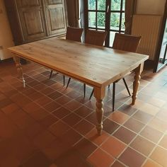 Henry's House (@henryshousemortsel) • Instagram-foto's en -video's Dining Table, Rustic, House, Furniture, Instagram, Home Decor, Country Primitive, Decoration Home, Home