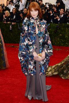 Florence Welch en total look Valentino haute couture de la collection printemps-été 2014 http://www.vogue.fr/sorties/on-y-etait/diaporama/le-gala-du-met-costume-institute-2014/18624/image/998016#!florence-welch-en-total-look-valentino-haute-couture-de-la-collection-printemps-ete-2014