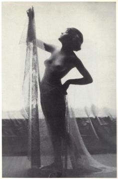#TinaModotti in Hollywood, 1920-21. (Photographer unlisted / unknown)  From Tina Modotti: A fragile Life, by Midred Constantine, Rizzoli International Publications, 1983.