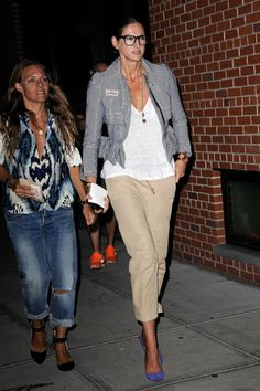 Leave it to Jenna Lyons to make khakis anything but ordinary. #JennaLyons #QueenJenna #jcrew