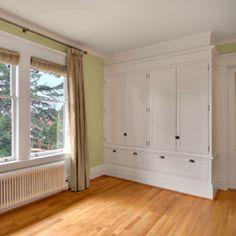 Built-in closet in bedroom (armoire)
