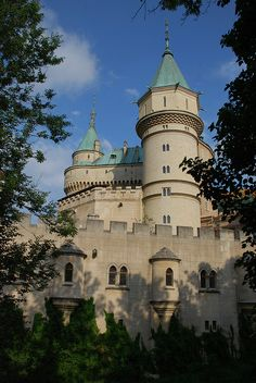 Bratislava, Castle Ruins, Medieval Castle, Beautiful Castles, Beautiful Buildings, Places Around The World, Around The Worlds, Palaces, Neuschwanstein Castle