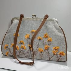 Embroidery Bags, Embroidery Flowers Pattern, Hand Embroidery Stitches, Fabric Handbags, Crochet Handbags, Fabric Bags, Diy Bags Patterns, Frame Purse, Clutch Purse