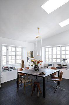 Uffe Buchard's Copenhagen apartment / Photo: Birgitta W. Dining Area, Kitchen Dining, Dining Bench, Dining Rooms, Copenhagen Apartment, Appartement Design, Sweet Home, New Homes, House Styles