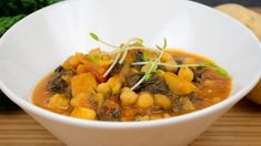 This stew is a savoury, warm delight, made with swiss chard and chickpeas. Healthy Cooking, Healthy Eating, Cooking Recipes, Veggie Recipes, Vegetarian Recipes, Vegetarian Dish, Delicious Vegan Recipes, Healthy Recipes, Healthy Foods