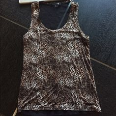 TANK TOP FOREVER 21 TANK TOP WITH MESH SEE THROUGH BACK VERY CUTE AND SEXY- SIZE SMALL Forever 21 Tops Tank Tops