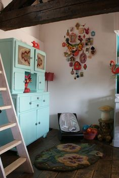 Would change wall design to peacock Paint Furniture, Cool Furniture, Kitchen Cabinets And Cupboards, Gypsy Home, Painted Buffet, House Rooms, Wall Design, Kids Bedroom, Decoration