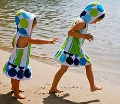 DIY strandjurk van badlaken gemaakt. Hip op het strand deze zomer.