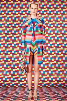 Catwalk photos and all the looks from Valentino - Pre Spring/Summer 2015 Ready-To-Wear New York Fashion Week Geometric Fashion, Colorful Fashion, Love Fashion, Fashion Show, Fashion Design, Ss15 Fashion, Runway Fashion, Fashion News, Style Fashion