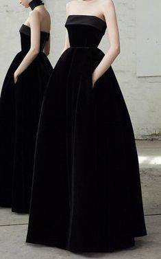 Lia Strapless Velvet Gown by Alex Perry