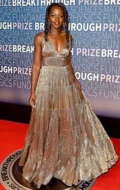 Celebrity Red Carpet Fashion: Last Night's Look Celebrity Gowns, Celebrity Red Carpet, Celebrity Style, Beautiful Black Women, Beautiful Gowns, Zendaya, Event Dresses, Nice Dresses, Red Carpet Gowns