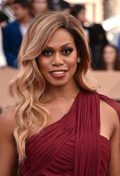 2016 SAG Awards: Laverne Cox's perfect wavy curls and smoky eye are great for prom!
