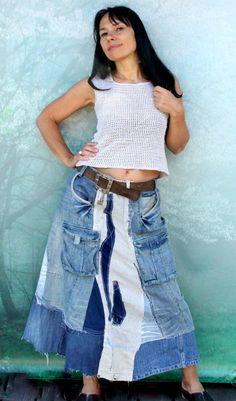 Jupe en patchwork recyclé boro Jean fou. Fabriqué à partir de vêtements recyclés. Boro inspiré. Très longue et confortable. Recomposé, réutilisé,